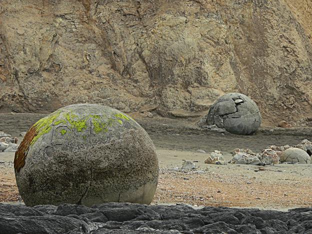 Moeraki boulders #2, Koekohe Beach, 2013